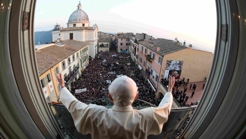 Hauptversammlungen mit Wumms: Benedikt bei seinem letzten Segen als Papst