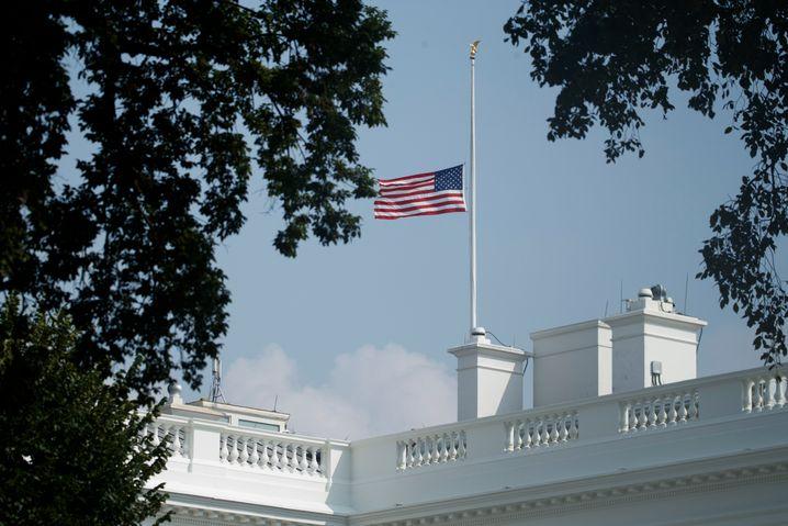 Montagnachmittag auf dem Weißen Haus: Flagge wieder auf Halbmast