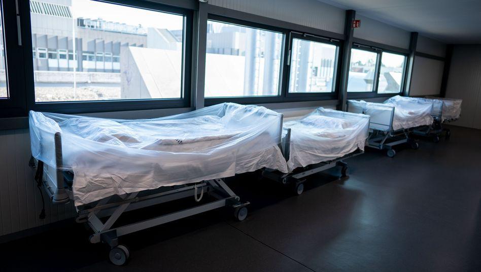 """Krankenhausbetten (in Berlin): """"Der Zugang zu Coronatests darf nicht am Versicherungsschutz scheitern"""""""