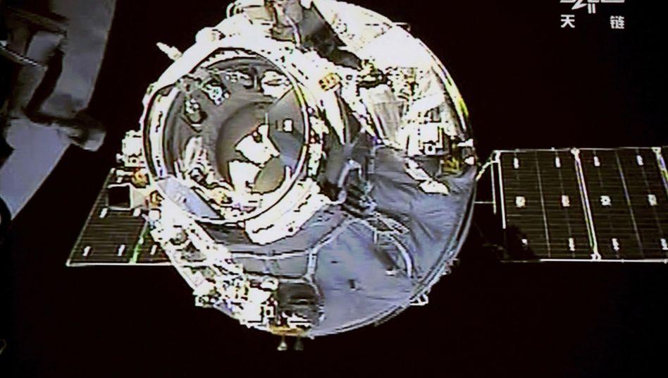 "Frachtschiff ""Tianzhou 1"" mit Raumlabor ""Tiangong 2"""