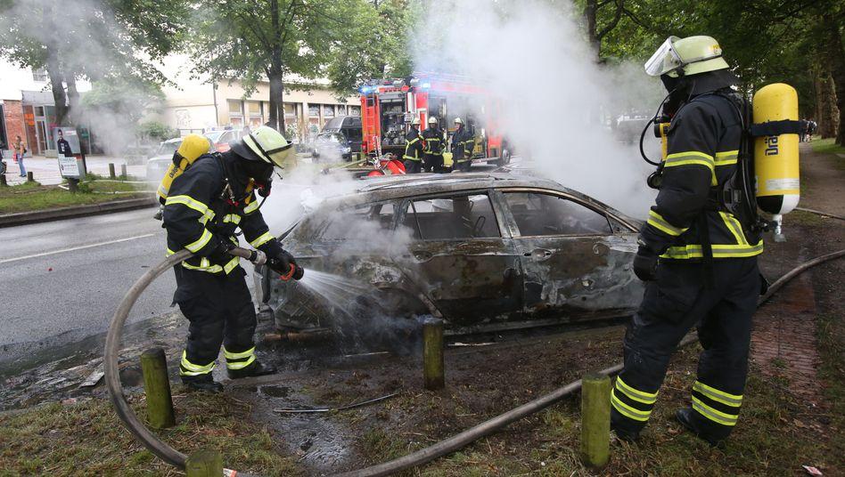 Ausgebranntes Auto in Hamburg-Altona im Juli 2017