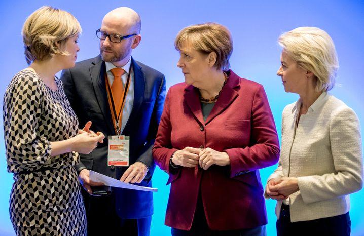CDU-Politiker Klöckner, Tauber, Merkel, von der Leyen