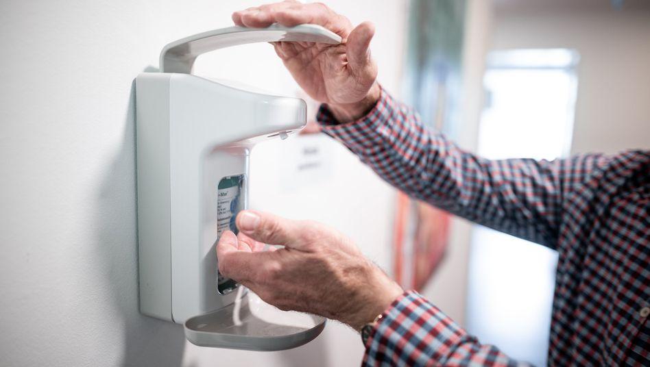 Händedesinfektion während der Coronakrise