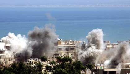 Rauchwolken über Flüchtlingslager in Tripoli: Viele Tote bei Gefechten zwischen Extremisten und Regierungssoldaten