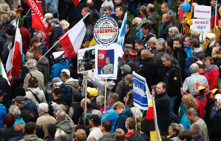 Pegida-Demonstranten am Tag der Deutschen Einheit 2016 in Dresden