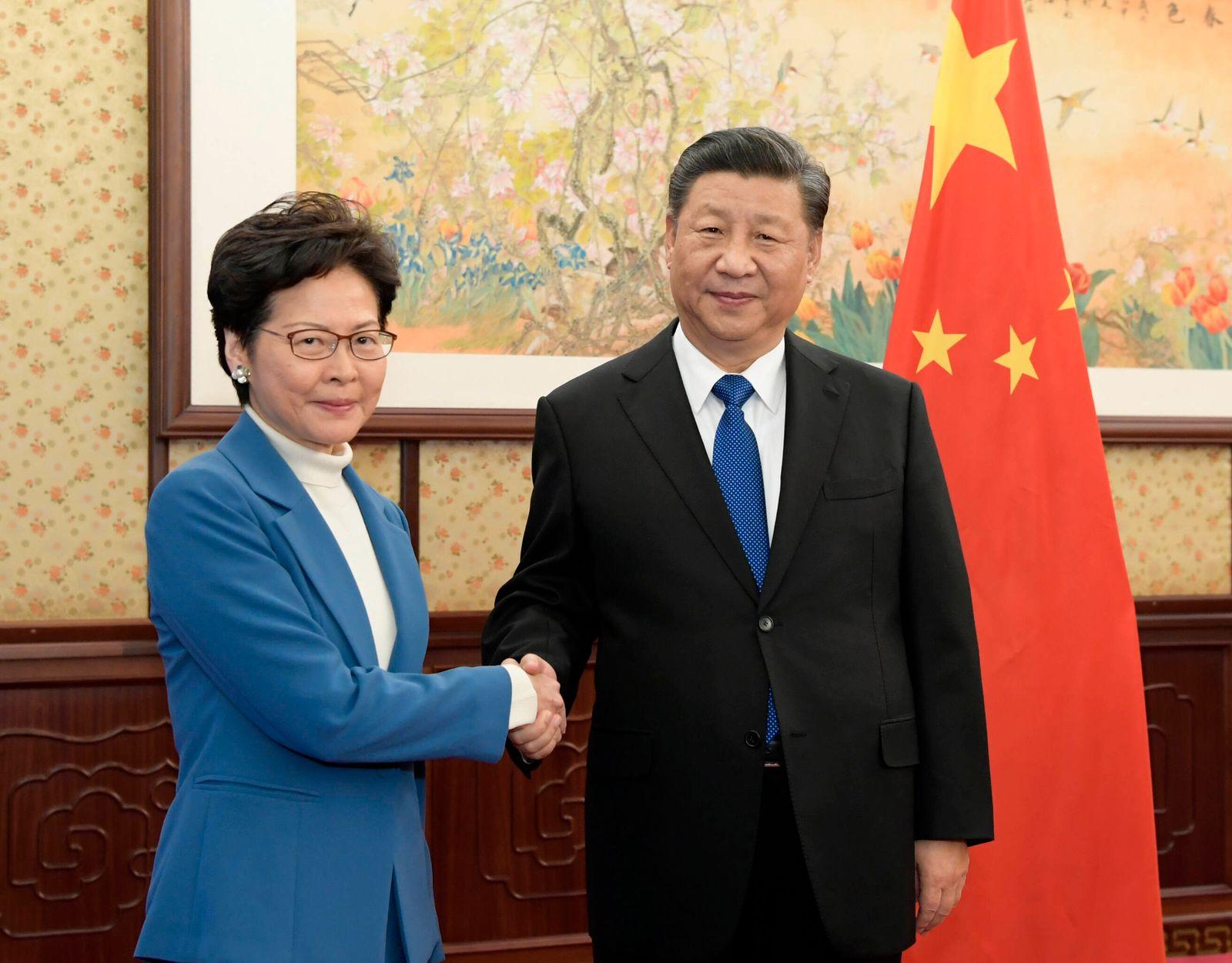 News Themen der Woche KW51 News Bilder des Tages (191216) -- BEIJING, Dec. 16, 2019 -- Chinese President Xi Jinping mee
