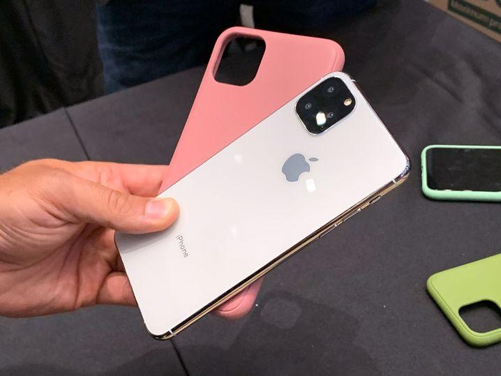 Nein, das ist kein iPhone 11, sondern bloß ein Mockup, mit dem ein Hersteller von Handyhüllen auf der Ifa Besucher anlockte