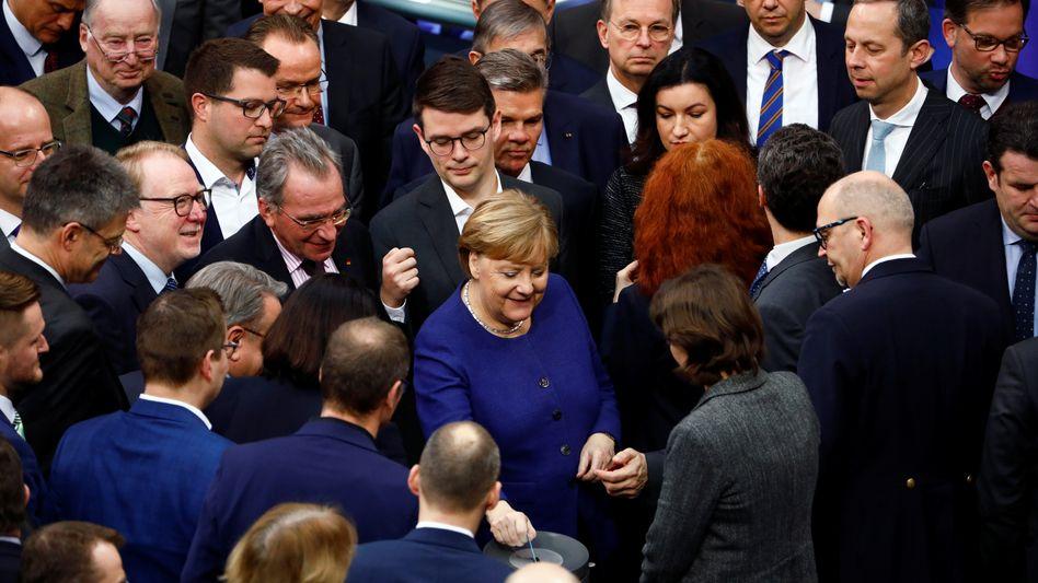 Bundeskanzlerin Angela Merkel (CDU) bei einer Abstimmung im Deutschen Bundestag (Archivbild vom 16. Januar 2020)
