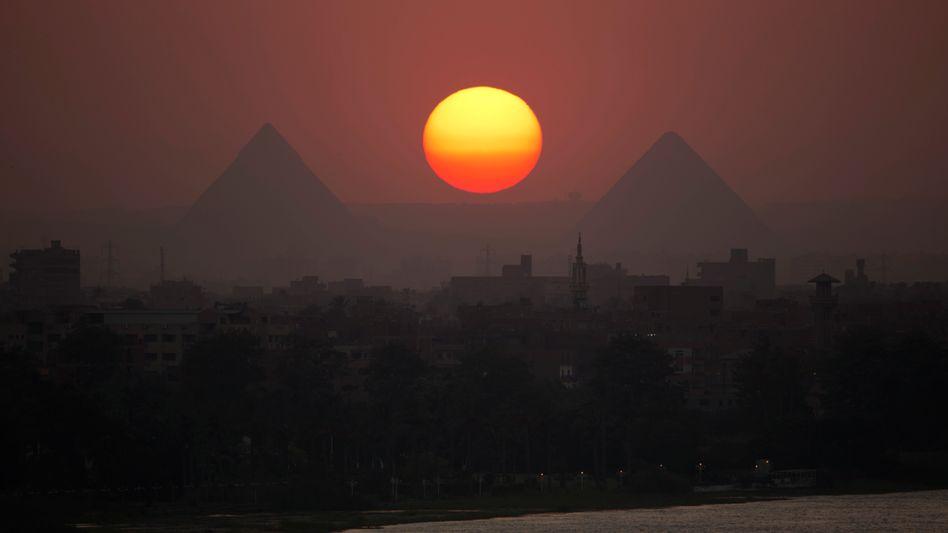 Pyramiden von Gizeh am Nil in Ägypten