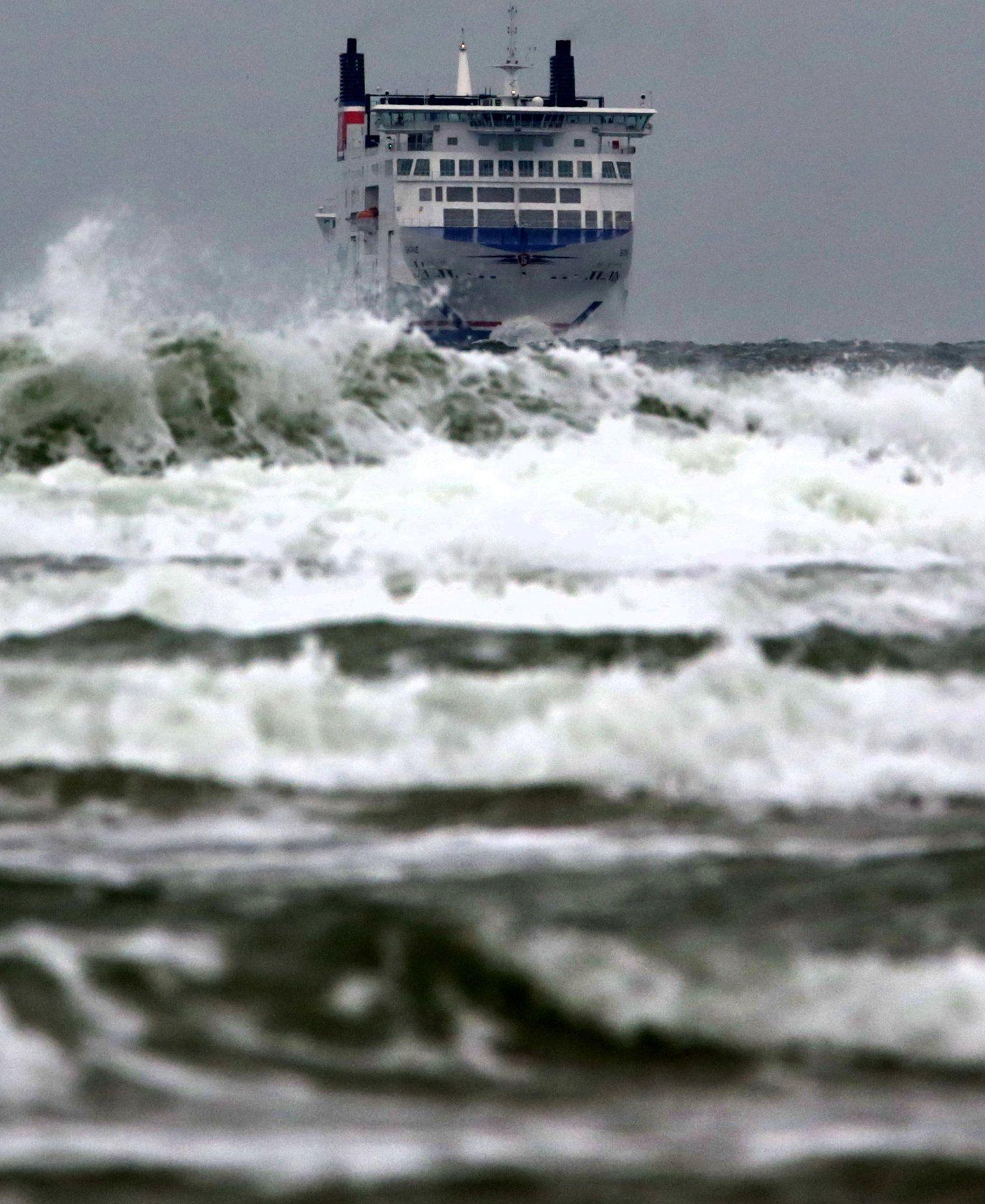Wellen Schiff