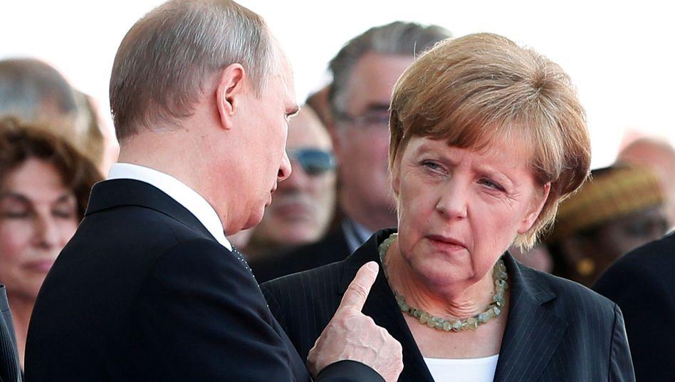 Präsident Putin und Kanzlerin Merkel bei einem Treffen im Juni: Eisige Atmosphäre