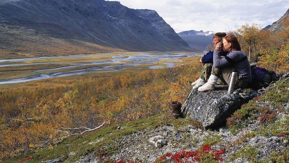 Lappland: Rentierfleisch am Lagerfeuer