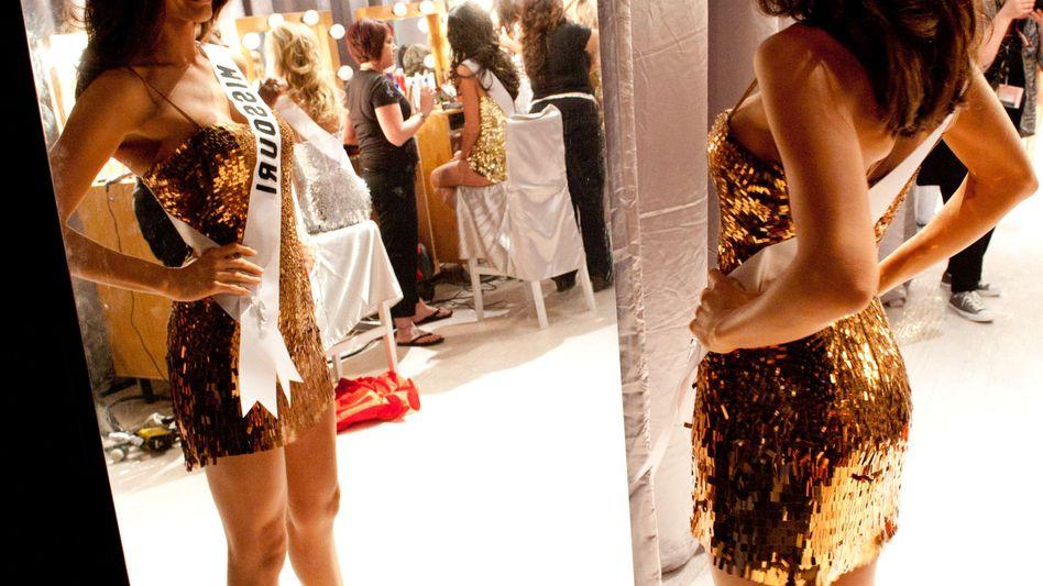 Miss Missouri blickt in den Spiegel - bei Daniel Woodrell würde ihr Horror entgegenschlagen