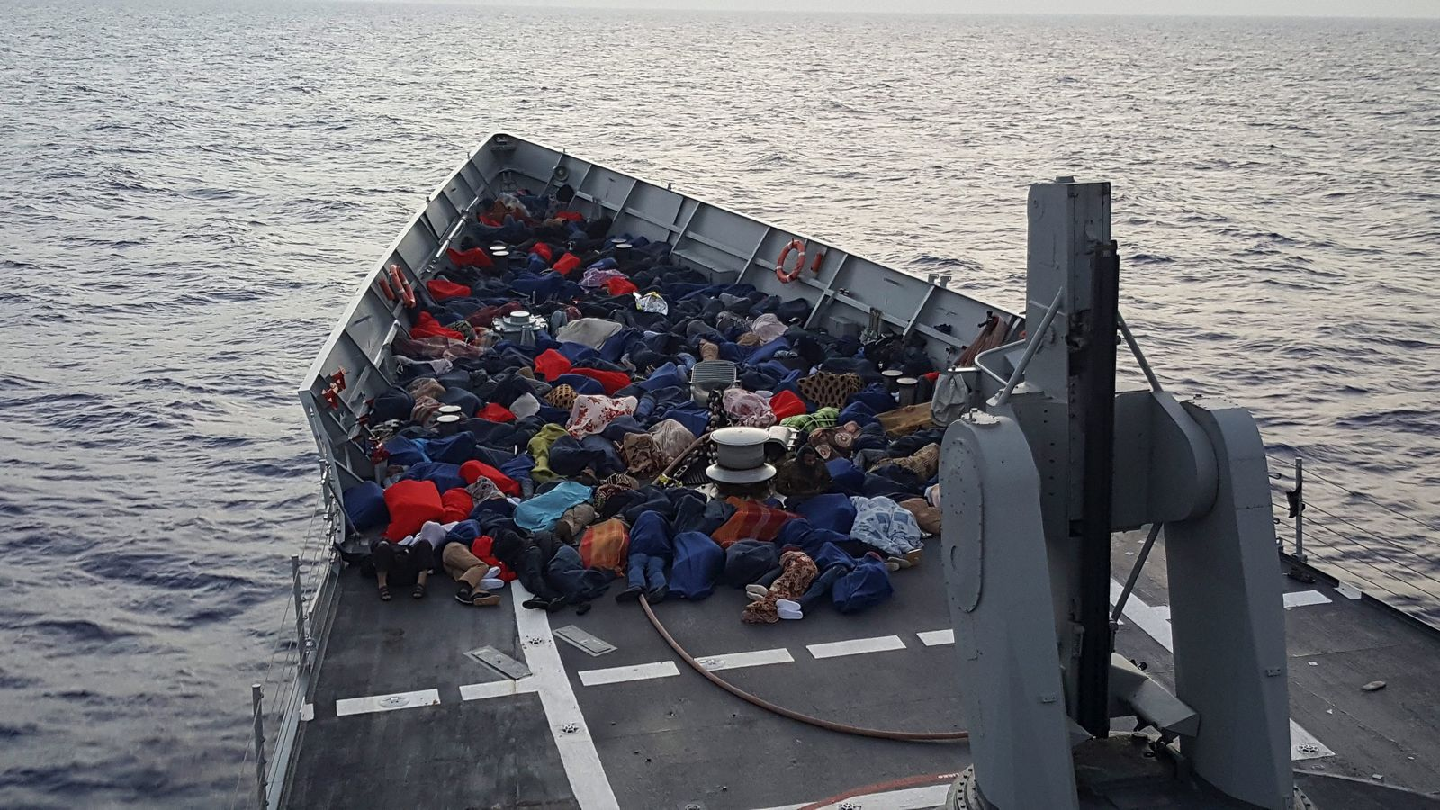 Spanish Army rescues migrants at sea