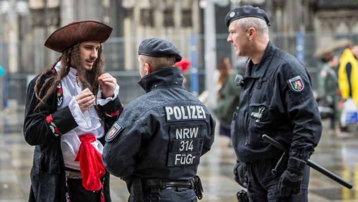 Weiberfastnacht: Köln, wie es singt und wacht