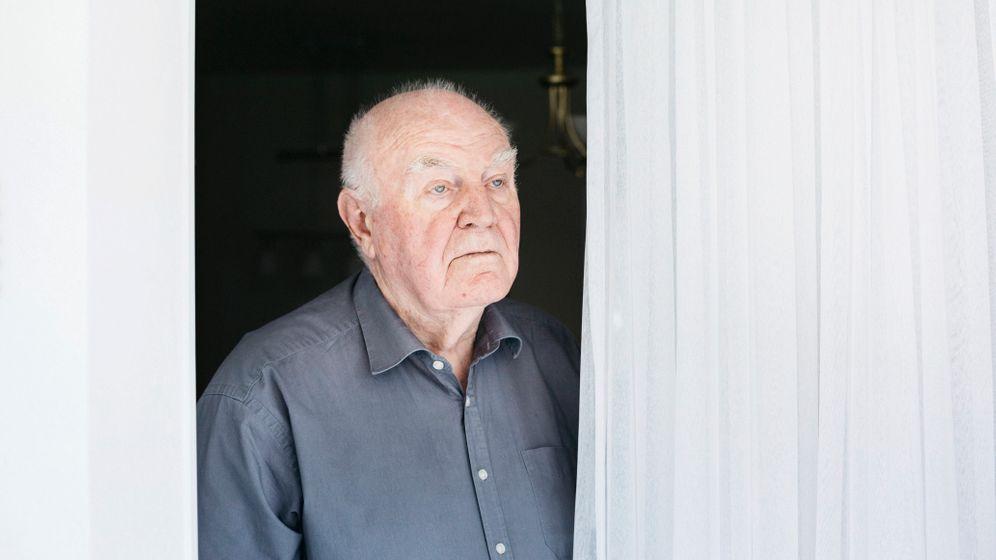 Stasi-Opfer Siegfried Peschke hat auf 6700 Seiten Berichte von mehr als 30 Spitzeln gefunden