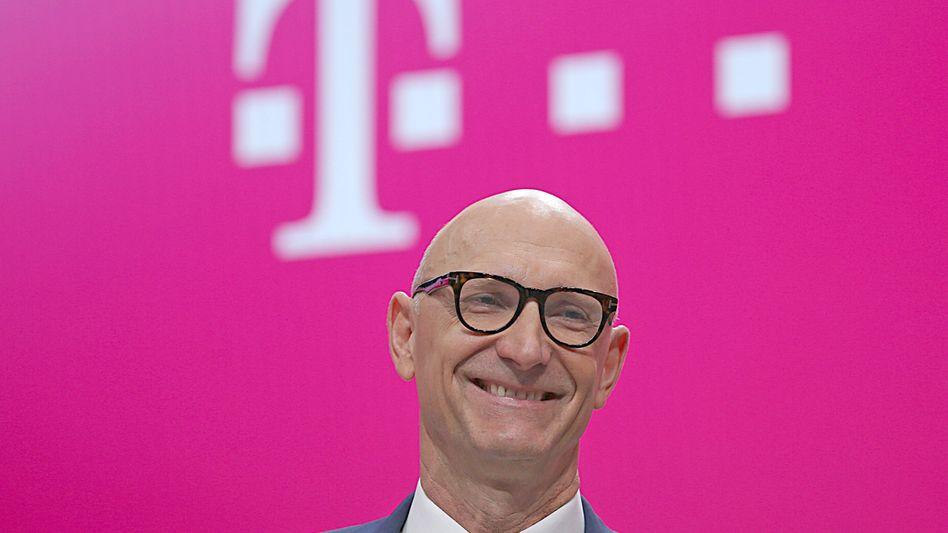 Telekom-Chef Tim Höttges (Archivbild): Viele tote Postfächer