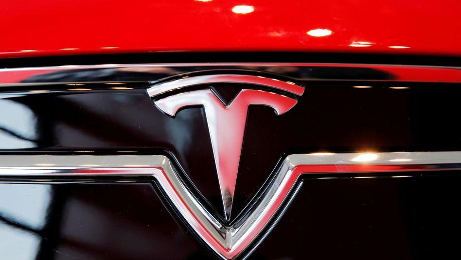 Elektroautokonzern Tesla: Weiterhin tief im roten Bereich