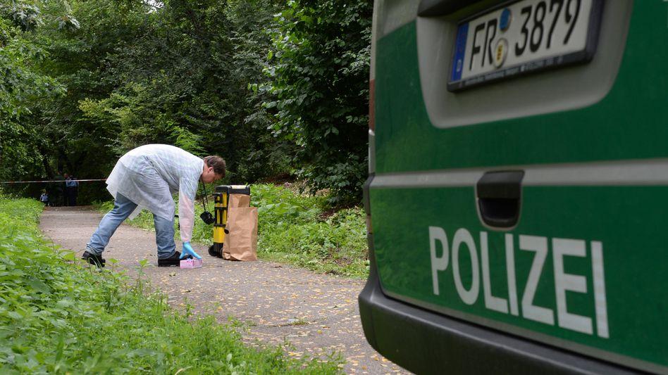 Spurensicherung am Fundort der Leiche: Toter Achtjähriger lag in Bach