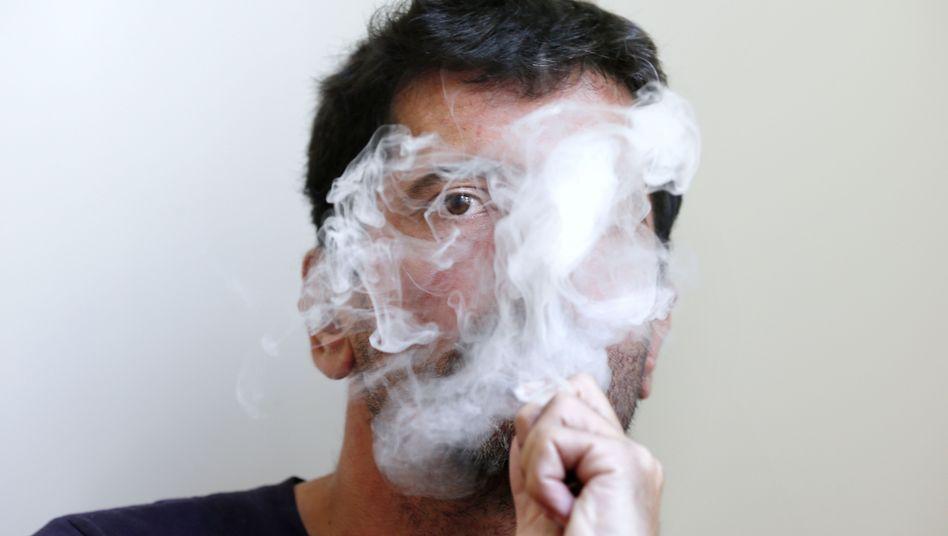 Dampfer in Paris: Ist die E-Zigarette eine gute Alternative zu Tabakprodukten oder ist sie das nicht?