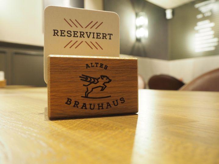 """Altes Brauhaus: """"Das Reservierungsbuch vollschreiben"""""""