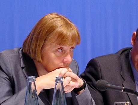 CDU-Chefin Merkel: Entscheidung vertagen