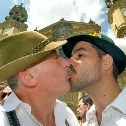 Schwules Pärchen: Gene spielen für Homosexualität nur eine untergeordnete Rolle