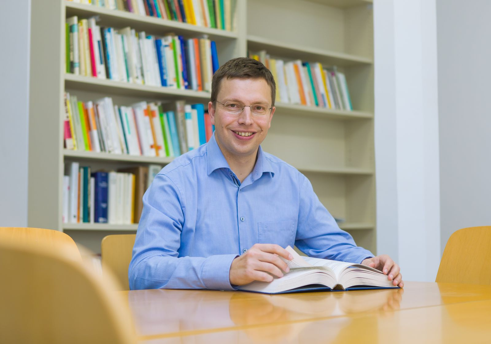 Prof. Dr. Hannes Zacher Professor of Work and Organizational Psychology University of Leipzig | Institute of Psychology