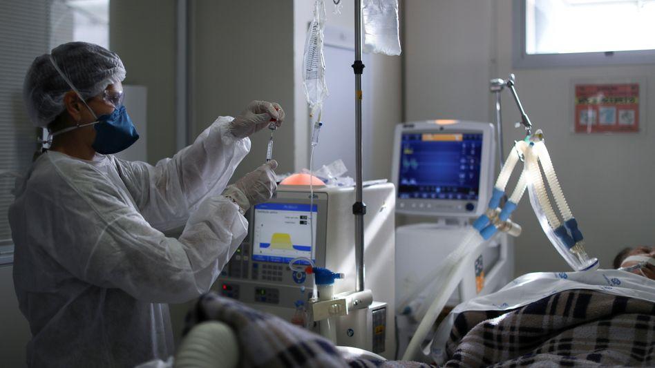 Behandlung eines Covid-Patienten in der brasilianischen Stadt São Paulo