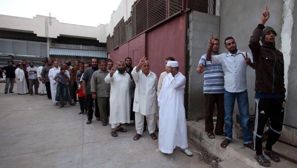Vor der Kühlhalle eines Einkaufszentrums: Libyer wollen Gaddafis Leichnam sehen