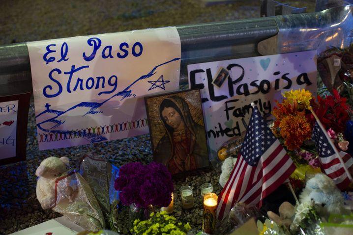 Gedenken an die Opfer des Terrorakts von El Paso: 20 Menschen kamen ums Leben