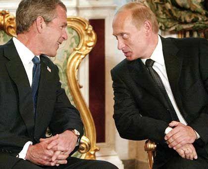 So freundlich wird es jetzt auch zwischen Bush und Putin nicht mehr hergehen, wie noch im Mai 2002