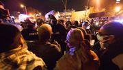 Demonstranten umgehen Ausgangssperre auf Kirchengelände