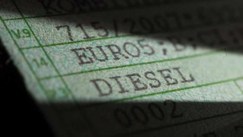 Zulassungsbescheinigung eines Dieselautos