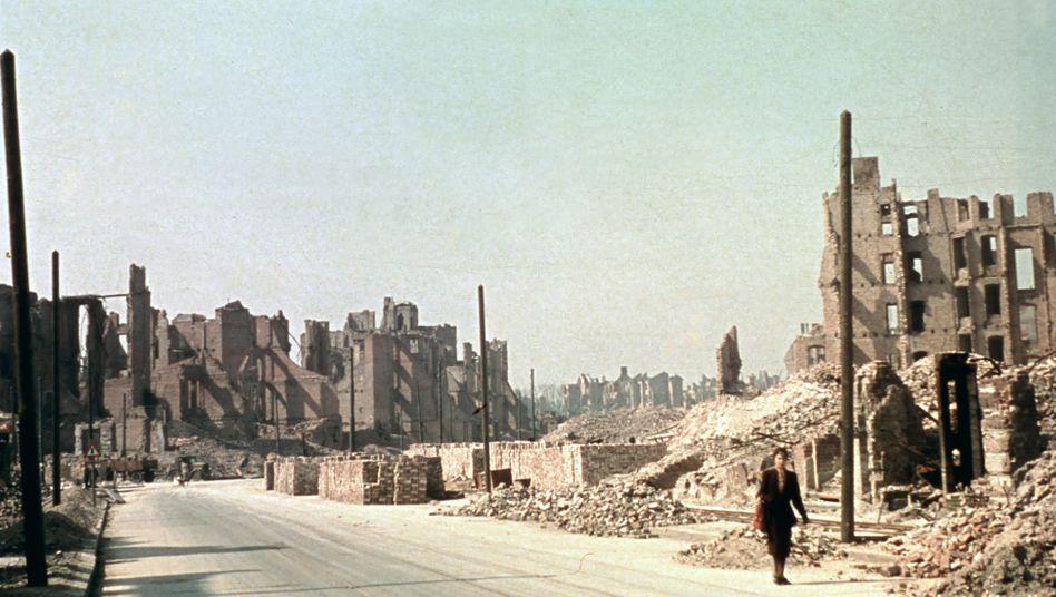 Budapester Straße in Berlin, 1945