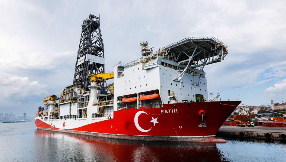 """Bohrschiff """"Fatih"""" in Istanbul"""