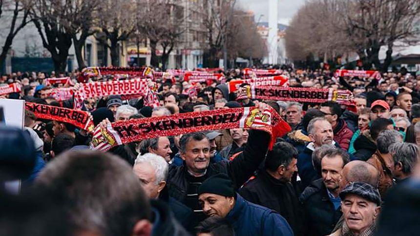 Skënderbeu-Fans vor einem Spiel ihres Klubs