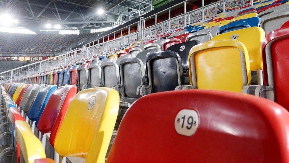 Leere Zuschauerränge in der Düsseldorfer Arena