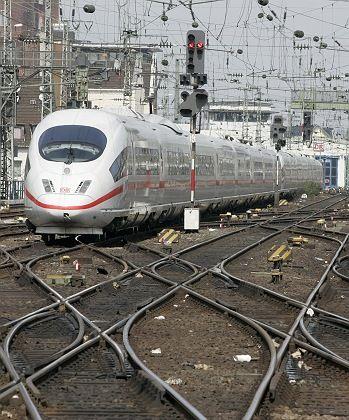 ICE-Zug am Hauptbahnhof Köln: Mehdorn will nichts verschenken