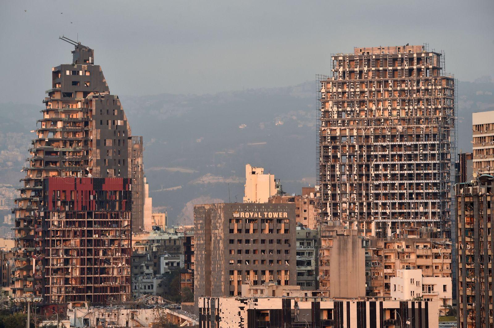 Large explosion in harbor area rocks Lebanon, Nbeirut - 04 Aug 2020