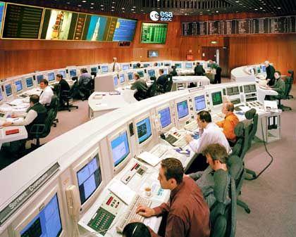 """Esa-Kontrollzentrum ESOC in Darmstadt: Hier warten die Astronomen gespannt auf Daten von """"Huygens"""""""