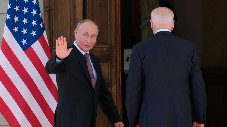 Wladimir Putin (l.) und Joe Biden in Genf
