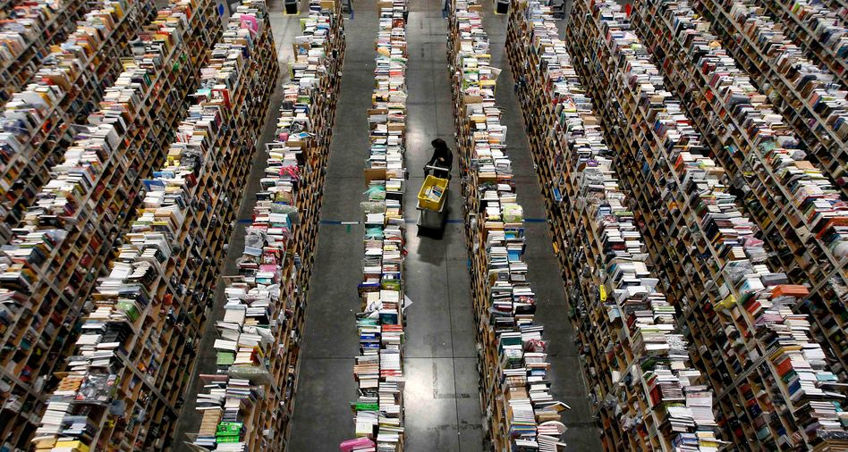 Amazon-Lagerhaus in Phoenix (US-Bundesstaat Arizona): Onlineanbieter sind in der Krise besonders gefragt