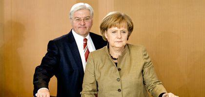 Vizekanzler Steinmeier, Kanzlerin Merkel: Ende der ersten Halbzeit?