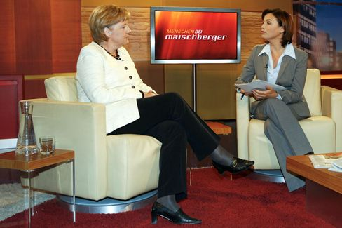 Kanzlerin Merkel, Moderatorin Maischberger: Schwejksche Volte