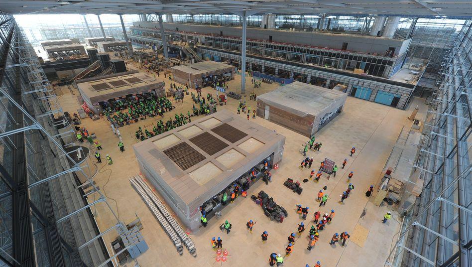 Probebetrieb auf dem zukünftigen Hauptstadtflughafen Berlin-Brandenburg in Schönefeld