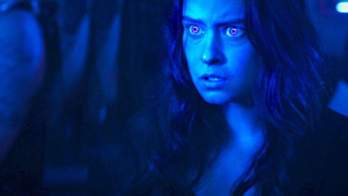 """Nora (Rosabell Laurenti Sellers aus """"Games of Thrones"""") sagt Außerirdischen Guten Tag"""