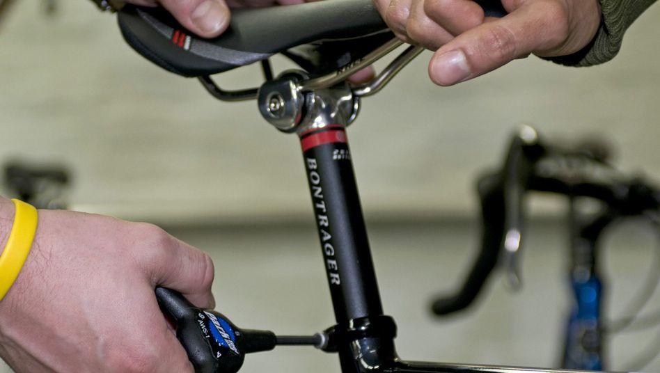Wichtig für den Komfort unterwegs: Beim Sattel sollten Radfahrer nicht sparen