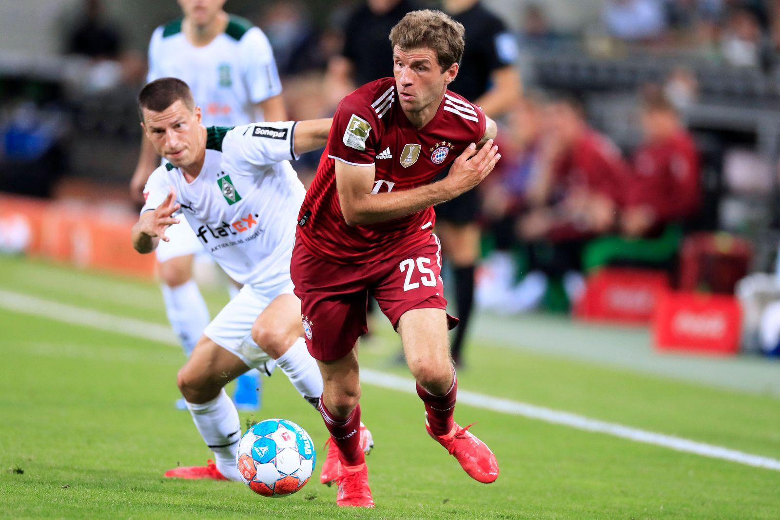 MUELLER Thomas Team FC Bayern Muenchen mit LAINER Stefan 1. Bundesliga Start Saison 2021- 2022 Borussia Moenchengladbac