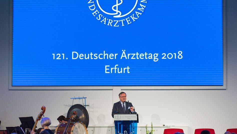 Frank Ulrich Montgomery, Präsident der Bundesärztekammer bei der Eröffnung des 121. Deutscher Ärztetages.
